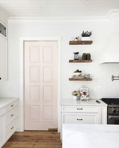 Let Benjamin Moore help you find color combinations and design inspiration for your unique kitchen. Browse photos and get color ideas. Light Pink Paint, Pink Paint Colors, Wall Colors, Off White Paints, Best White Paint, Benjamin Moore Pink, Benjamin Moore Simply White, Interior Design Games, Painted Doors