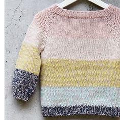 MIX ~ modellen er strikket oppefra og ned i to tråde Tusindfryds Engleuld. Bundfarven er den samme igennem hele arbejdet. Opskriften findes fra str. 3 mdr til 3 år ➕➕➕ #mix #tusindfrydcph #engleuld #garn #garnlove #yarn #yarnlover #iloveknitting #nevernotknitting #inspiration #strik #strikk #knit #knitting #knitinstagram #instaknit #knitters #garnbutik #kaffeogstrik #garncafemadsine #mitaalborg