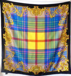52a0bc061269 carré, atelier versace,foulard en soie, silk scarf,versace sciarpa,  seidetuch,accessoire de luxe,medusa , versace
