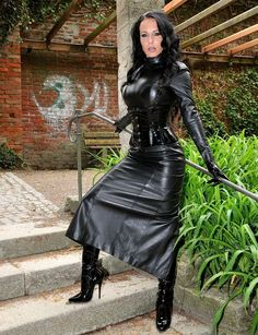 No wide opened pussys or erected cocks but a lot of stylish and dominant women. Sexy Outfits, Crazy Outfits, Sexy Dresses, Long Leather Skirt, Leather Corset, Leather Dresses, Leather Leggings Outfit, Rubber Dress, Leder Outfits