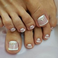 The numerous styles allow your toe nails to be perfect for any occasion and match your mood, image, and personality. Try these toe nail art! Classy Nail Designs, New Nail Designs, French Pedicure Designs, Pretty Designs, Pretty Toe Nails, Pretty Toes, Hair And Nails, My Nails, Toe Designs