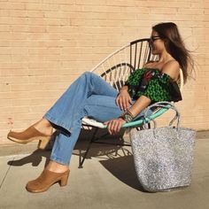 The Charlie Top & Clogs! @theroyalnative #regram @svenclogs #sven #clogs #cedar #nubuc #highheels #shoes #shoestyle #shoedazzle #shoesoftheday #shoeshopping #fashion #style