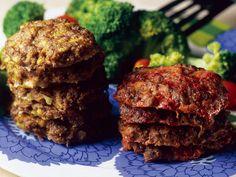 Ohjeella saat koosta riippuen 8–14 jauhelihapihviä. Meatloaf, Steak, Muffin, Good Food, Breakfast, Desserts, Recipes, Koti, Dinners
