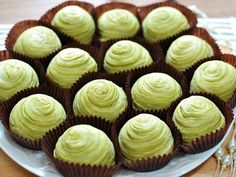 Learn what are Chinese Food Treat Asian Desserts, Mini Desserts, Mooncake Recipe, Bean Cakes, Green Tea Recipes, Thai Dessert, Pastry Cake, Pastry Recipes, Mini Cakes