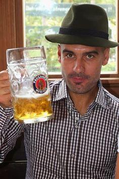 El alcoholismo de Josep Guardiola. Bebiendo en demasía en el Oktoberfest 2013.