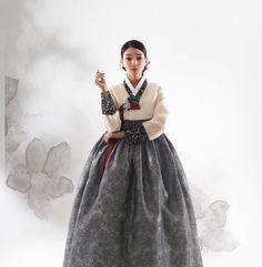 한복 Hanbok : Korean traditional clothes[dress] Korean Traditional Dress, Traditional Clothes, Traditional Fashion, Traditional Looks, Korean Dress, Korean Outfits, Korea Fashion, Asian Fashion, Dress Outfits