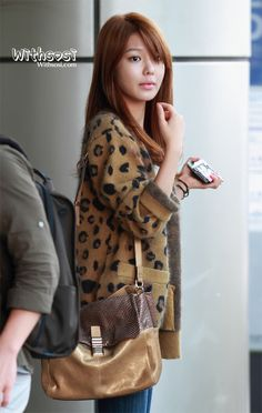 Sooyoung - Love the cheetah sweater <3