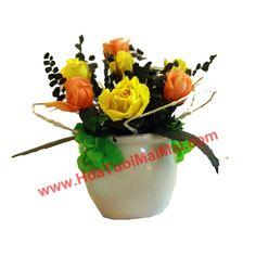 Lọ hoa tươi Đà Lạt sấy khô vừa vặn cho một ô nhỏ trên kệ sách trong nhà bạn!