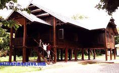 Rumah adat Karimunjawa adalah salah satu rumah adat di Indonesia yang sebagai simbol adanya kehidupan multikultural di pulau Karimunjawa,