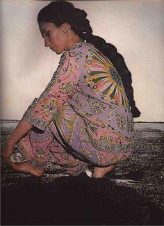 Model Alberta Tiburzi photo by Hiro Wakabayashi Gypsy Style, Boho Gypsy, Hippie Boho, Gypsy Chic, Boho Style, Vintage Glamour, Vintage Beauty, Folk Fashion, Vintage Fashion