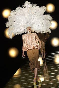 Christian Dior Fall 2002 Couture Fashion Show - Anastassia Khozzisova, John Galliano Dior Fashion, Couture Fashion, Runway Fashion, Fashion Show, Fashion Design, Dior Haute Couture, Christian Dior Couture, Vogue Paris, Givenchy