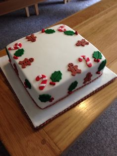 Christmas is an annual festival、important day, cakes and desserts are an important part of the good times in the festival. These simple Christmas cake ideas maybe can bring you an unforgettable holiday experience. Christmas Cake Designs, Christmas Cake Decorations, Christmas Cupcakes, Christmas Sweets, Christmas Cooking, Holiday Cakes, Holiday Baking, Christmas Desserts, Xmas Cakes