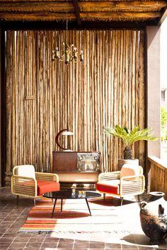 L'hôtel Fellah à quelques kilomètres de Marrakech est un domaine fermier transformé en complexe hôtelier haut de gamme dans un esprit bohème ethnique.