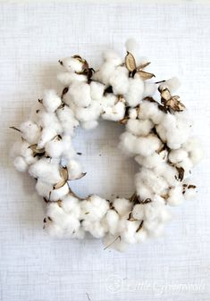 The best DIY projects & DIY ideas and tutorials: sewing, paper craft, DIY. Best Diy Crafts Ideas For Your Home DIY Cotton Wreath with Cotton Branches by 3 Little Greenwoods -Read Wreath Crafts, Diy Wreath, Yule, Couronne Diy, Do It Yourself Organization, Diy And Crafts, Arts And Crafts, Cotton Plant, Deco Nature