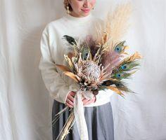 Winter Floral Arrangements, Flower Arrangements, Boho Wedding Bouquet, Flower Boutique, Flower Company, Holding Flowers, Dried Flower Bouquet, Bride Flowers, Marie