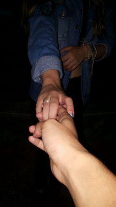 El contacto humano es muy importante para mi,cuando veo a alguien de frente trato siempre de tener contacto con las manos esto es muy importante para todo tipo de relaciones humanas ya sabes son un poco psicoloca!! :))))