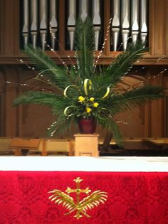 palm arrangements for palm sunday Alter Flowers, Church Flowers, Church Flower Arrangements, Floral Arrangements, Church Altar Decorations, Altar Design, Easter Garden, Church Banners, Palm Sunday