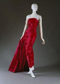 Íconos, Christian Dior, en 1996 Ferré presenta su última colección para la casa. John Galliano es nombrado como su reemplazo.
