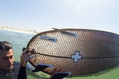 Signal Snowboards and Ernest Packaging Solutions created a water-proof honeycomb Cardboard Surfboard.