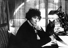 Portrait de Colette -  Crédit: Albert Harlingue  Roger Viollet  SAEML Parisienne de la photographie