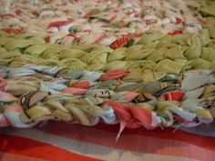 LOOOOOVE rag rugs.....this is a good blog that tells ya how to make one...
