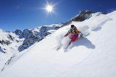 Skieuse sur le domaine de Bonneval-sur-Arc devant le glacier du Vallonet © Savoie Mont Blanc / Givois