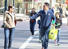 On Friday, on the first anniversary of his wife's passing, Yi and his kids handed out the 100 notes to people walking the streets of his hometown of Charlotte, North Carolina. | After His Wife Died, A Man Gave Strangers 100 Love Letters To Honor Her