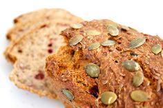 Hämmentäjä: Puolukka-siemenleipä. Finnish bread with cranberries and seeds.