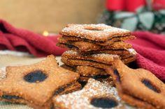 Estas Bolachas de Natal Saudáveis com Compota são uma recriação das típicas bolachas de natal alemãs Spitzbuben. São verdadeiramente deliciosas!