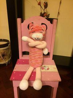 Gato crochet, sus brazos se pueden cruzar (al igual que su piernas) Gato Crochet, Teddy Bear, Toys, Animals, Arms, Legs, Plushies, Tejidos, Activity Toys