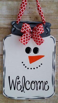 Mason jar snowman door hanger snowman door by Thepolkadotteddoor (fall mason jar) Mason Jar Snowman, Christmas Mason Jars, Mason Jar Crafts, Mason Jar Diy, Christmas Signs, Christmas Christmas, Christmas Door Hangers, Halloween Door Hangers, Snowman Crafts