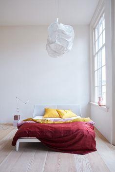 Horizontale banen benadrukken de breedte van een ruimte en geven een rustige uitstraling. Dekbedovertrek Berlin van Auping speelt hier op in met een fris banendessin in de eigentijdse kleuren. Het raster over het banendessin heen geeft een 3-dimensionaal effect. De achterzijde van het overtrek heeft dezelfde print als de voorzijde. Het dekbedovertrek is gemakkelijk te combineren en maakt je moderne of sfeervolle slaapkamer helemaal af.