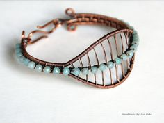 And here's the third variation for the Leaf bracelet. Wire Jewelry Designs, Jewelry Patterns, Bracelet Designs, Jewelry Art, Beaded Jewelry, Jewellery, Jewelry Ideas, Wire Wrapped Bracelet, Woven Bracelets