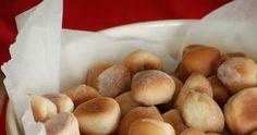 Śliżyki wigilijne 420 g mąki pszennej 20 g świeżych drożdży lub 10 g suchych 1 jajko, 2-3 łyżki cukru, 1 szklanka mleka, szczy... Pretzel Bites, Food And Drink, Bread, Cooking, Diet, Kids, Recipies, Kitchen, Brot