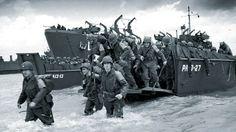 Una de las barcazas, durante el desembarco de Normandía