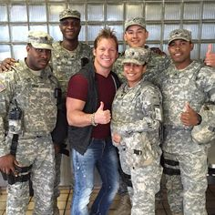 Met this group of sexy beasts in #LaGuardia a few mins ago....ALWAYS a pleasure hangin with our troops! #iloveawomaninuniform #theguyswerecooltoo #keepinthefriendlyskiesfriendly #Padgram