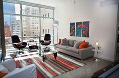Modern furnishings are enjoying an upswing in popularity. For the modern urban-style living room look, try dark brown or shiny black wood finishes. Eclectic Modern, Eclectic Decor, Eclectic Design, Modern Decor, Modern Interior Design, Interior Architecture, Loft Stil, Style Loft, Urban Decor