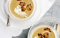 Creamy mushroom soup Sienikeitto kruunataan yrttismetanalla, resepti: Ruoka.fi Cantaloupe, Soups, Anna, Fruit, Recipes, Food, Chowders, Recipies, Soup