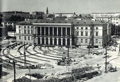 Przesunięcie Pałacu Lubomirskich 1970r.(Fot. NAC) Warsaw Pact, Warsaw Poland, Central And Eastern Europe, Beautiful Buildings, Homeland, Old Photos, Paris Skyline, Old Things, Black And White