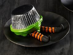 Ha ha! upside down witch cupcakes, To make the evil witch's legs, roll orange fondant into two 3-inch-long ropes. Mold small pieces of black fondant into shoes and press onto the legs. Place the legs on a plate and use black decorating gel to draw striped tights. Put a green-frosted cupcake upside down on top of the legs. Read more at: http://www.foodnetwork.com/holidays-and-parties/food-network-magazines-halloween-cupcakes/pictures/page-4.html?oc=linkback