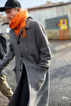 The Best Street Style From the Pitti Uomo Fall 2018 Menswear Shows in Florence We're already on round two of the Fall 2018 menswear shows. See our latest street-style photos from Pitti Uomo in Florence, Italy here. Streetwear, Stylish Mens Fashion, Fashion Edgy, Latest Fashion, Fashion Fall, Urban Fashion, Fashion Boots, Men Fashion, Feminine Fashion