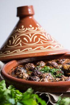 Fleischbällchen-Tajine mit Tomatensoße - Zu Gast in Marokko - LECKER&Co | Foodblog aus Nürnberg