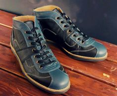 Handcrafted sporting shoes made from the finest leather. Vintage Men, Hiking Boots, Ferrari, High Tops, Men's Shoes, Porsche, High Top Sneakers, Retro, Leather