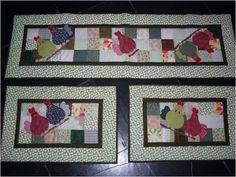 Conjunto de tapetes para cozinha em patchwork, feitos com tecidos 100% algod�o, com manta e forrado com algod�o cru. <br>As cores ser�o mantidas mas a estampa nem sempre � poss�vel.
