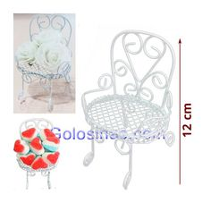 SILLON DECORACION ARTEMETAL 1ud. Mide 12cm de alto. La base de la silla mide 8.5cm de ancho y 6cm de largo aprox. Decoración Mesas Dulces o detalles dulces. Ideales para decoración de Candy Bar con flores de tela o bien como bol para colocar los dulce