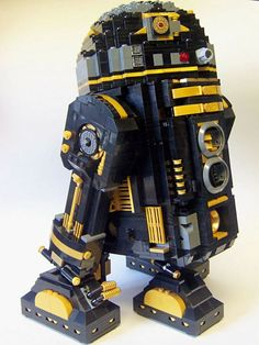 R2D2 in Black and Gold LEGO Edition (DIY)