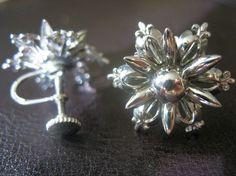 Vintage Snowflake Christmas Earrings by Kinsmade on Etsy
