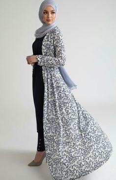 SoSab Modest Fashion: Style advice and modest fashion Muslim Women Fashion, Arab Fashion, Islamic Fashion, Fashion Black, Muslim Dress, Hijab Dress, Hijab Outfit, Hijab Fashion Summer, Modest Fashion
