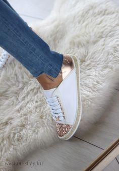 Lorenza rosegold and white shoes for spring