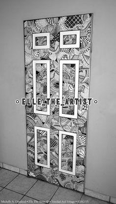 Hon förvandlar en tråkig dörr till ett grafiskt mästerverk med hjälp av märkpennor. Resultatet är otroligt.